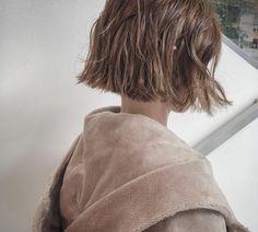 春にむけて、柔らかさと透明感のあるベージュカラー👡ハイライトでデザインしたハンサムカラーです🍃👖 . . #shima #ハイライトカラー #ハンサム #デザインカラー #unused #newoman #大人可愛い #オトナカワイイ #切りっぱなしボブ