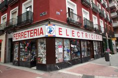 Ferretería M. Martínez Serrano (1936). Calle de Santa Engracia, 83. Barrio de Trafalgar