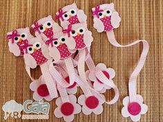 Have pink felt need ribbon and use fabric I have add eyes Owl Crafts, Diy And Crafts, Crafts For Kids, Sewing Projects, Craft Projects, Felt Bookmark, Diy Bookmarks, Felt Owls, Book Markers