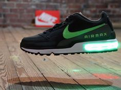 NIKE AIR MAX LTD THAT LIGHTS UP AS YOU MOVE: GREEN
