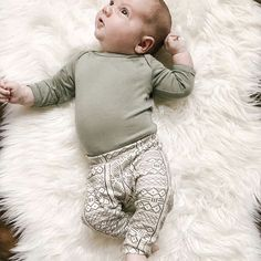 Seem like someone at any age using our toddler & Little girl leggings, superb patterns, patterns as well as colors. Little Girl Leggings, Toddler Leggings, Baby Leggings, Baby Pants, Girls Leggings, Girls Pants, Toddler Fall Outfits Girl, Girls Fall Outfits, Cute Outfits For Kids