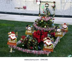 Epa04002895 Christmas Theme Decorations And Gifts Adorn The Grave . & Grave Decoration Ideas | Pinterest | Grave decorations Decoration ...