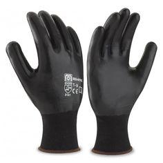 Guante de poliéster color negro con recubrimiento de nitrilo en color negro en palma, dedos y dorso. Referencia  688-NYNC Marca:  Marca PL  Aplicaciones: Manipulación General. Riesgos Mecánicos. Guante especial para trabajos de manipulación, ensamblaje, recambios, construcción, en medios húmedos y grasos y con un alto índice de suciedad. Al tener los dedos impregnados permite una mayor exposición e impermeabilidad de la mano.