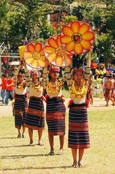 Ifugao dance from the mountainous region of Northern Philippines Philippines Outfit, Philippines Culture, Filipino Art, Filipino Culture, Festival Costumes, Festival Outfits, Carnival 2015, Carnival Ideas, Filipiniana Dress
