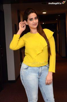 Beautiful Model Girl, Beautiful Girl Indian, Most Beautiful Indian Actress, Indian Bridal Photos, Hot Goth Girls, Hema Malini, Indian Bollywood Actress, Phone Hacks, Tamil Actress Photos