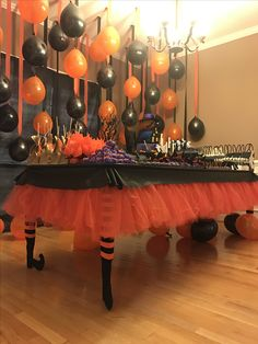 The post Halloween Party! appeared first on Halloween Party. Halloween Chic, Halloween Karneval, Adornos Halloween, Halloween Food For Party, Halloween Themes, Diy Halloween Decorations, Adult Halloween Birthday Party, Halloween Dessert Table, Halloween Backdrop