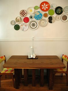 Love this idea of what to do with all those single vintage plates that seem to collect themselves:)...and I have the perfect wall for it!