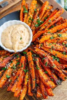A recipe for Parmesan Roasted Carrot Fries : Sweet roasted carrot fries covered with crispy parmesan cheese! A recipe for Parmesan Roasted Carrot Fries : Sweet roasted carrot fries covered with crispy parmesan cheese! Healthy Dinner Recipes, Appetizer Recipes, Cooking Recipes, Easter Recipes, Veggie Recipes Sides, Cooking Beef, Health Food Recipes, Healthy Lunch Ideas, Healthy Appetizers