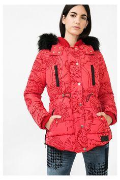 Casaco acolchoado vermelho para mulher Desigual. Descobre a coleção outono/inverno 2016!