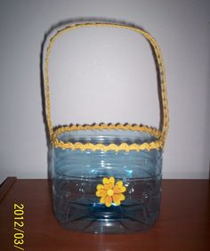 Cesto feito de garrafão pet / Basket made of PET bottle