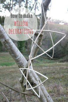 how to make simply beautiful willow christmas decorations like these simple willow stars. Click through for easy step by steps so you can create them for yourself