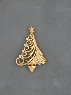 Your place to buy and sell all things handmade Christmas Tree Design, Christmas Nativity, Christmas Trees, Christmas Fashion, Christmas Jewelry, Diy Jewelry, Jewelry Box, Jewellery, Vintage Brooches