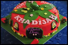 Strawberry Shortcake cake by Bakin' Divaz, via Flickr Strawberry Shortcake Birthday, Desserts, Food, Tailgate Desserts, Deserts, Essen, Postres, Meals, Dessert