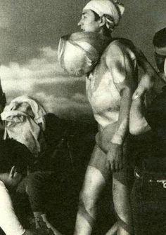 撮影の合間にウルトラマンのマスクを脱いで素顔を見せる古谷敏氏