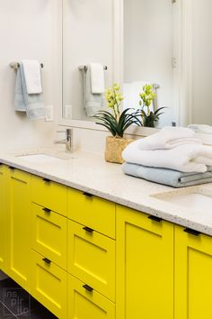 4 Home Upgrades for Every Newlywed Couple Source by gmcfurniture Yellow Bathrooms, Large Bathrooms, Small Bathroom, Bathroom Wall Cabinets, Wood Bathroom, Bathroom Ideas, Bathroom Vanities, Bathroom Towels, New Cabinet