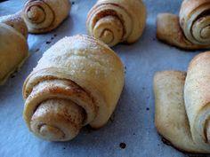 cake crumbs & beach sand: Korvapuusti - Traditional Finnish Cinnamon Buns