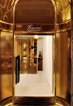 While this much gold is really only for kings and Gucci, there's something undeniably luxurious about all that warm metallic gleam. Versailles, Gold Everything, Or Noir, Luxe Life, Up House, Shades Of Gold, Color Plata, Bronze, Touch Of Gold