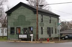 Robin's Nest: Quilts & More is located in Edwardsburg, Michigan.