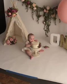 Cake Smash Video -Dancing & Eating Baby - #baby #cake #dancing #Eating #Smash #VIDEO Baby Cake Smash, 1st Birthday Cake Smash, Baby Girl 1st Birthday, Cake Smash Cakes, 1 Year Birthday, Cake Smash Photos, Cake Smash Outfit, Bebe 1 An, 6 Month Baby Picture Ideas