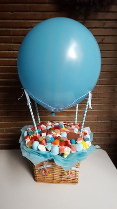 Hot air balloon center pieces - New Deko Sites Balloon Centerpieces, Baby Shower Centerpieces, Balloon Decorations, Baby Shower Decorations, Centerpiece Ideas, Unisex Baby Shower, Baby Boy Shower, Theme Bapteme, Cream Nursery