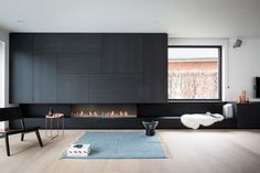 Fire place by Bosmans Haarden. Modern Fireplace, Fireplace Wall, Fireplace Design, Linear Fireplace, Living Room Interior, Home Living Room, Modern Interior Design, Interior Architecture, Espace Design