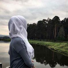 Stylish Hijab, Modest Fashion Hijab, Hijabi Girl, Girl Hijab, Mode Turban, Hijab Dpz, Girl Hiding Face, Photographie Portrait Inspiration, Islam Women