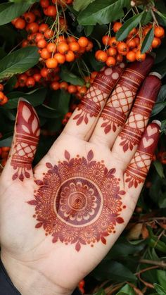 94 Easy Mehndi Designs For Your Gorgeous Henna Look Circle Mehndi Designs, Round Mehndi Design, Legs Mehndi Design, Henna Art Designs, Stylish Mehndi Designs, Mehndi Designs For Beginners, Mehndi Designs For Girls, Mehndi Design Photos, Wedding Mehndi Designs
