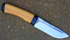 puukko skinner , lame de 10  cm forgée en Xc 75 avec trempe selective , garde en corne de buffle manche en buis  disponible il sera exposé a notre le C3 au salon du survivalisme porte de la vilette ce weekend puukko skinner blade of 3.94 inch forged in 1075 carbon steel with selective tempering , guard in horn handle , handle in boxwood   available for sale