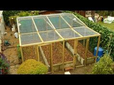PERMACULTURE / high-yield production in limited space / The raised bed - video http://www.sylvain-berbie.org/ (in French)