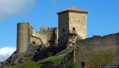 CASTLES OF SPAIN - El castillo de Santa Gadea del Cid, construido por D. Pedro López de los Manrique sobre una antigua fortaleza, datado del Siglo XI. Reformado en el Siglo XV, se dice por los Padilla, está situado en la provincia de Burgos, comunidad autónoma de Castilla y León, comarca de Ebro, partido judicial de Miranda de Ebro, ayuntamiento del mismo nombre. Se mantienen parte de las murallas y de diversas construcciones.