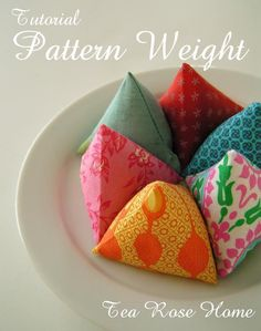 How to Sew Pattern Weights - Free PDF + How To Arrange or Layout Sewing Pattern Pieces - sew-whats-new.com