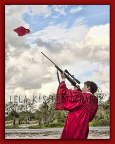 A new twist on the traditional cap and gown graduation photo! A new twist on the traditional cap and gown graduation photo! Senior Boy Poses, Senior Portrait Poses, Senior Guys, Senior Year, Senior 2017, Male Portraits, College Graduation Pictures, Grad Pics, Grad Pictures