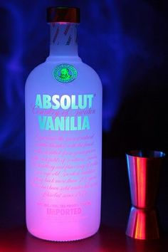 Image uploaded by This is my Paradise. Find images and videos about party, drink and alcohol on We Heart It - the app to get lost in what you love. Absolut Vodka, Smirnoff, Bebidas Jack Daniels, Alcohol Aesthetic, Alcoholic Drinks, Cocktails, Beverages, Milk Shakes, Liqueur