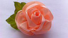 Нежная роза на заколке-крокодиле. Также такой розой можно украсить резиночки для волос, ободочек или детскую повязочку на голову. Для её создания потребовали...