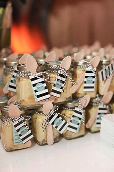 Wedding idea::: GENIUS: Attach a mini spoon to edible favors so that guests can enjoy their take-home treats sooner! Cake In A Jar, Dessert In A Jar, Mason Jar Desserts, Mason Jars, Wedding Desserts, Wedding Cakes, Event Planning, Wedding Planning, Diy Cadeau