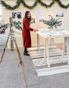 i like the simplicity of her design Wedding Expo Booth, Bridal Show Booths, Photography Booth, Photography Exhibition, Wedding Photography, Market Stall Display, Glass Signage, Booth Table, Stand Feria