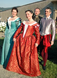 The dress was inspired by the Venetian fashions in 1570-1580. We used sewing techniques and patterns of similar existing garments, such as the garments