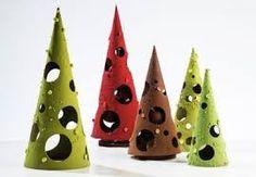 """Résultat de recherche d'images pour """"chocolats noel"""" Chocolate Christmas Gifts, Chocolate Tree, Chocolate Work, Chocolate Shop, Christmas Sweets, Chocolate Gifts, Homemade Chocolate, Chocolate Lovers, Chocolate Showpiece"""