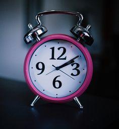 """Seid Ihr momentan auch völlig aus dem Rhythmus und findet nicht in den """"normalen Trott""""?  Um genau das geht es in meinem heutigen Blog auf der Petticoat Revolution: ich erkläre Euch darin, was die Auswirkungen sind, wenn wir aus dem Rhythmus geraten und wie wir es schaffen, wieder in einen geregelten Tagesablauf zurückzufinden.  #petticoatrevolution #petticoatdienstag #coaching #lifecoach #motivation #inspiration #glücklich #ziele #erfolg #mutter #mamaleben #instamama #mädchenmama…"""