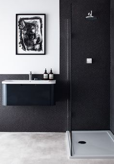 Modern Bathroom Suite Buying Guide Interior decor styles come and go with increasing rapidity. Black Bathroom Floor, Bathroom Flooring, Modern Bathroom, Black Bathrooms, Luxury Bathrooms, Bathroom Marble, Boho Bathroom, Master Bathroom, Bathroom Lighting
