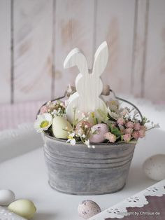 Best Pics Spring Wreath painting Thoughts For anyone who is within creating DIY spring wreaths, you might have perhaps encountered the battle Easter 2020, Easter Parade, Diy Spring, Spring Crafts, Easter Projects, Easter Crafts, Hoppy Easter, Easter Eggs, Diy Osterschmuck