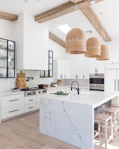 Kitchen decor and kitchen creativity for several of the dream kitchen needs. Modern kitchen ideas at its finest. Home Design, Küchen Design, Layout Design, Design Trends, Design Concepts, Design Ideas, White Kitchen Decor, Home Decor Kitchen, Home Kitchens