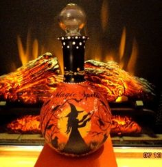 VINTAGE HALLOWEEN WITCHES*MAGIC SPELLS* GLASS CRYSTAL BALL STOPPER DECANTER