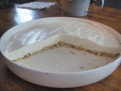 karppi sitruunainen juustokakku Dessert Recipes, Desserts, Cheesecakes, Sugar Free, Camembert Cheese, Food And Drink, Gluten Free, Ice Cream, Pudding