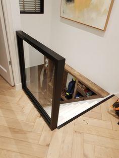 Mijnmeubel heeft dit stalen frame op maat gemaakt met daarnaast de trap. Ook het achterliggende meubel naast de trap is geheel op maat gemaakt! Ook op zoek naar een maatwerk product of interieur bezoek dan snel onze website! Trap, Website
