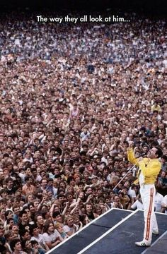 Freddie Mercury leading the crowd at Wembley Stadium - pics Queen Songs, Daft Punk, El Rock And Roll, Roger Taylor, We Will Rock You, Pop Rock, Queen Freddie Mercury, Freddie Mercury Quotes, Wembley Stadium