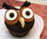 Hoot Owl Cupcakes. Ok. I am in LOVE with this cupcake. How awesome is he????!!