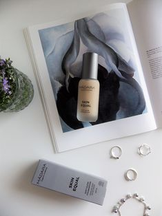 Discover how your skin and your health will benefit from using non-toxic foundation. #cleanbeauty #makeup #maquillaje #cleanbeautymakeup #nontoxicmakeup #maquillajesintoxicos #maquillajenatural #madaraskinequalfoundation Non Toxic Makeup, Organic Makeup, Clean Beauty, Benefit, Foundation, Perfume Bottles, Glow, Health, Natural Makeup