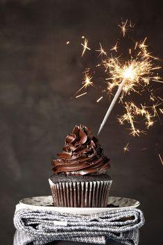 ΕΥΚΟΛΑ Birthday Wishes Messages, Birthday Wishes Funny, Happy Birthday Images, Happy Birthday Cupcakes, Cute Cupcakes, Birthday Cakes, Creative Cake Decorating, Creative Cakes, Birthday Template