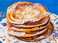 Syrnikit eli rahkaräiskäleet Baking Recipes, Snack Recipes, My Favorite Food, Favorite Recipes, Pancakes, Cocktail Desserts, Finnish Recipes, Breakfast Snacks, Healthy Baking